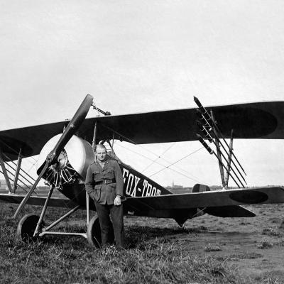 Nieuport 11C1, uitgerust met vuurpijlen tegen ballonnen.