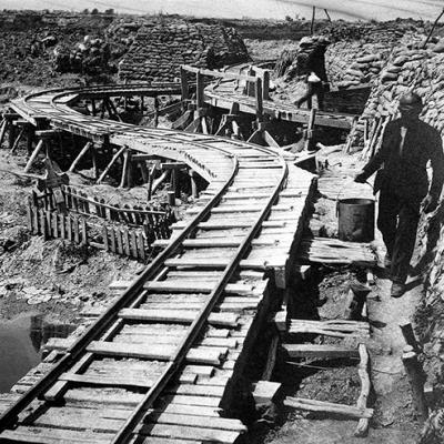 Onderhoud van de loopgraven via veldspoor