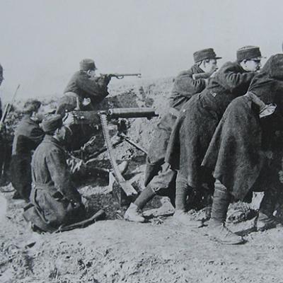 Maschinengewehr in Stellung an der Yser