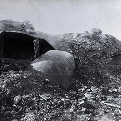 Après l'impact d'une grenade 30,5 cm
