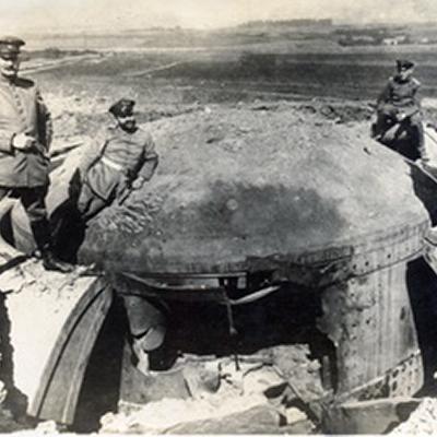 Zerstörter Geschützturm im Fort von Marchovelette