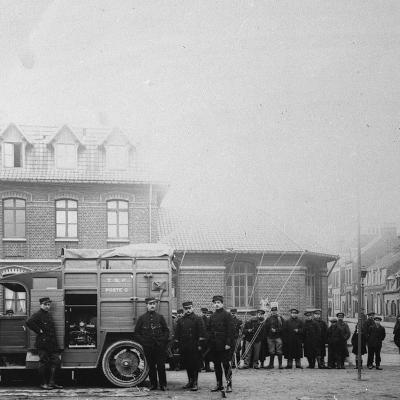 Mobiele post met externe antennes, Calais, 1916.
